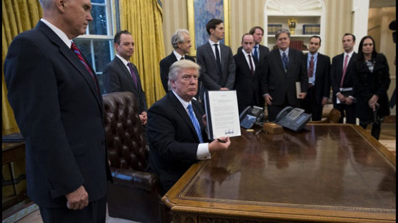 Trump retter et første slag mod International Planned Parenthood